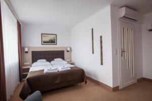 hotellogos-wwa-gal02-01-pokoje