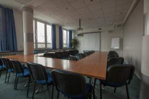 hotellogos-wwa-gal03-04-konferencyjna-niebieska