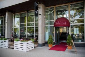 hotellogos-wwa-gal04-01-restauracja