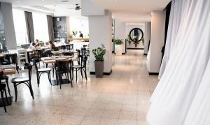 hotellogos-wwa-gal04-02-restauracja